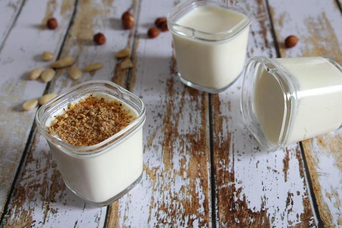 yaourts à la fleur d'oranger et son pralin croquant
